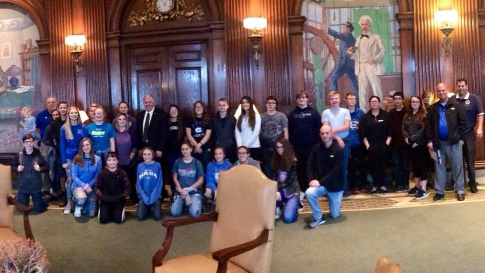 8th Grade Students Meet the Governor